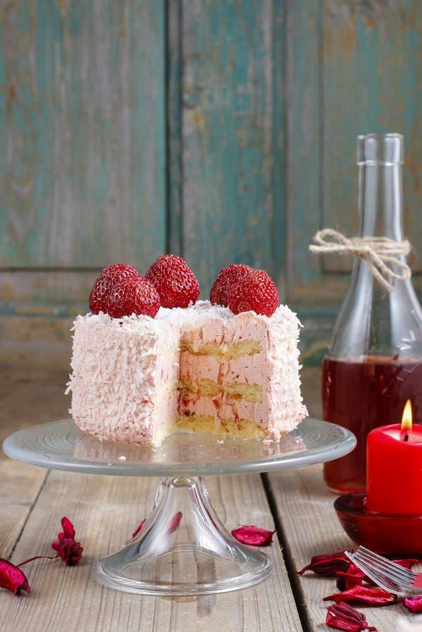 Торт клубники слоя стоковые фотографии rf