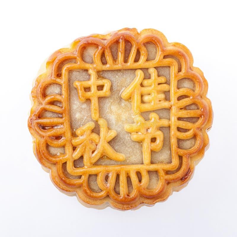 Торт луны с китайскими характерами (закрепленный путь) стоковые фото