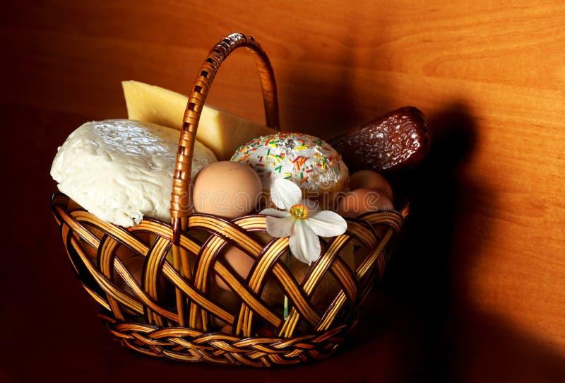 торт пасха корзины стоковое изображение