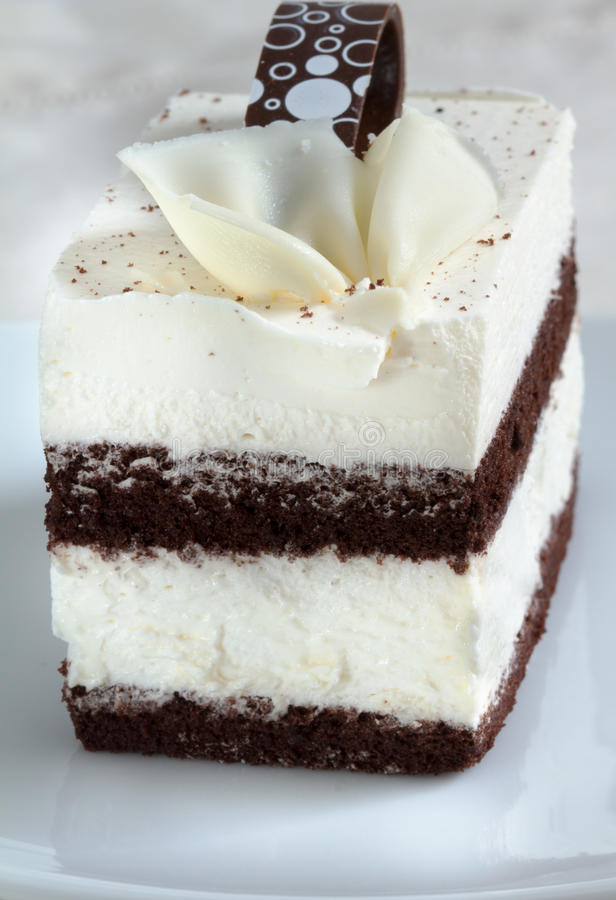 Торт печенья шоколада на плите стоковая фотография