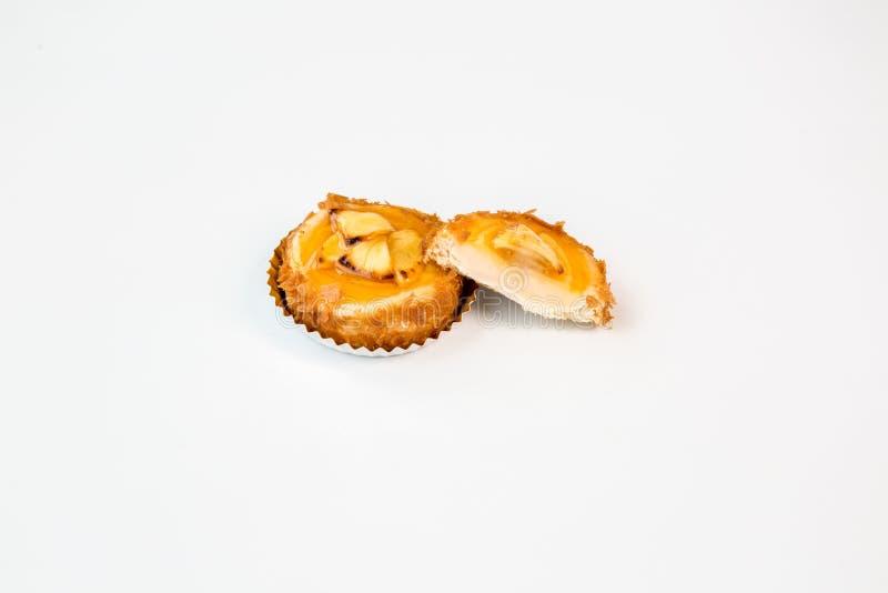 Торт плода небольшой на белой предпосылке стоковое фото