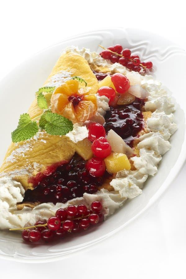 Торт плодоовощ с сливк стоковые изображения rf