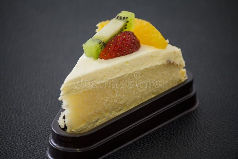 Торт плодоовощ в кофейне стоковое изображение