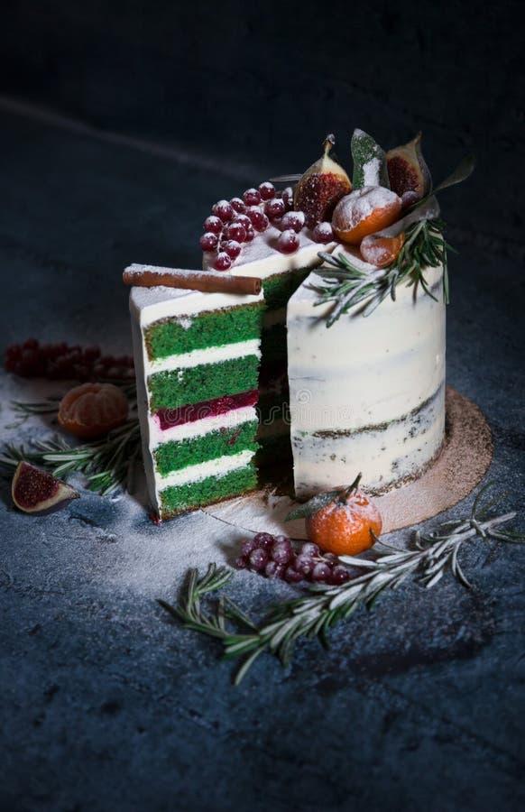 Торт рождества Конец-вверх отрезанной части стоковые фотографии rf