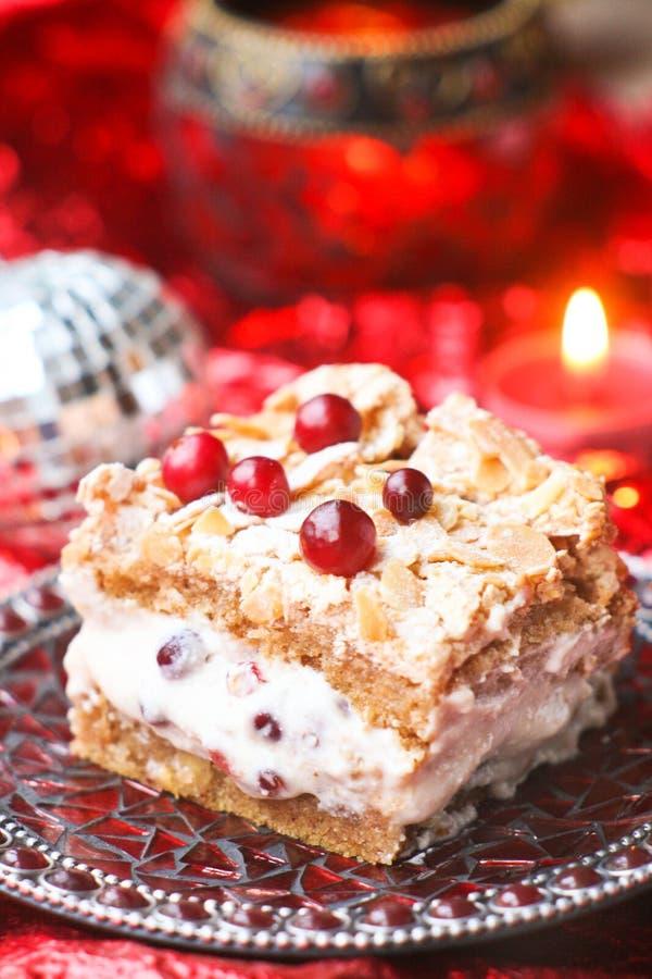 Торт рождества с сливк и ягодами стоковые фотографии rf