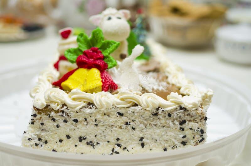 Торт рождества на таблице стоковое изображение rf