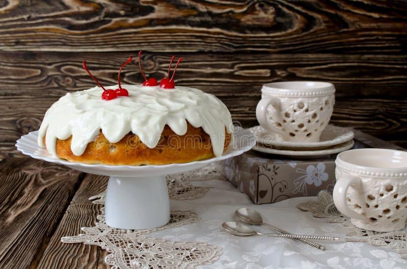 Торт с плодоовощ и сливк стоковая фотография