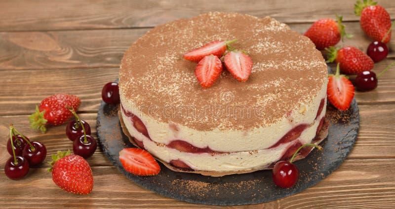 Торт тирамису клубники стоковое изображение