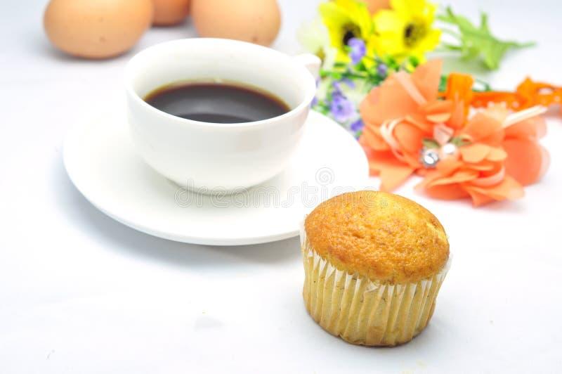 Торт чашки кофе и банана стоковые фото