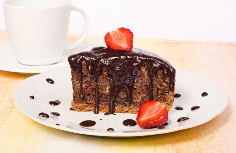 Download Торт шоколада с клубникой стоковое фото. изображение насчитывающей ягод - 41663436