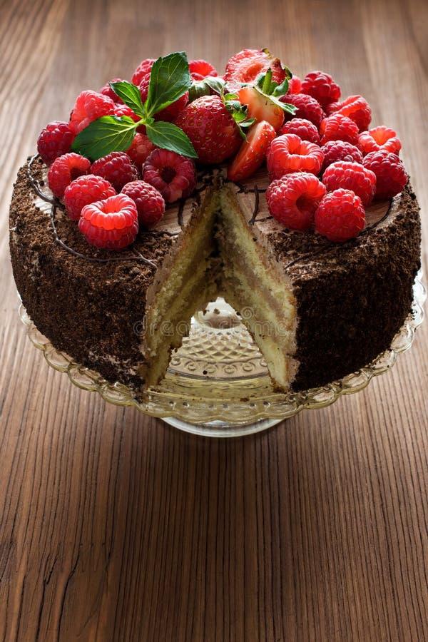 Торт шоколада с ягодами стоковые изображения