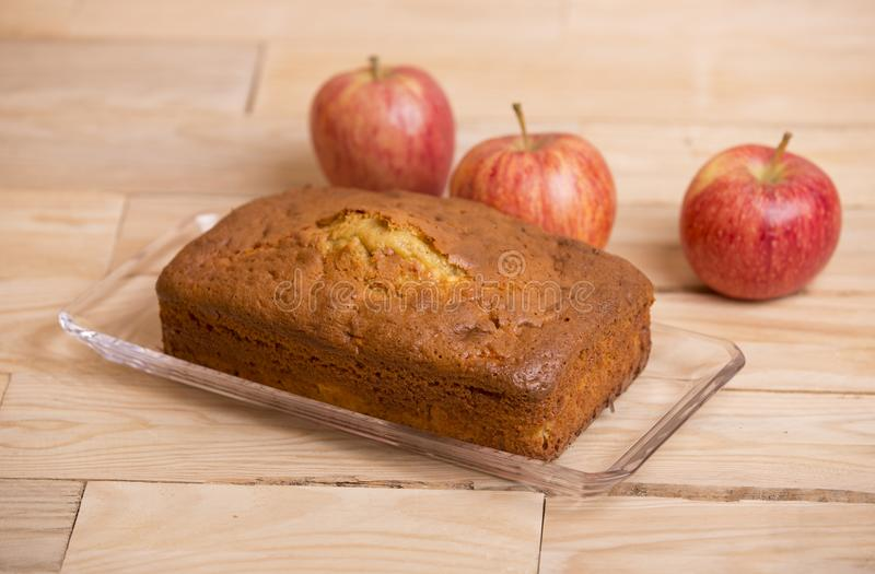торт яблока покрыл ломтики студня стоковые фото