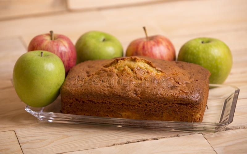 торт яблока покрыл ломтики студня стоковые изображения