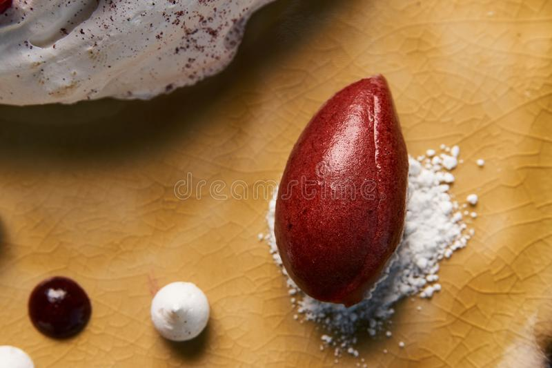 Торт Pavloca десерта с плодоовощами и мороженым ягоды стоковая фотография rf