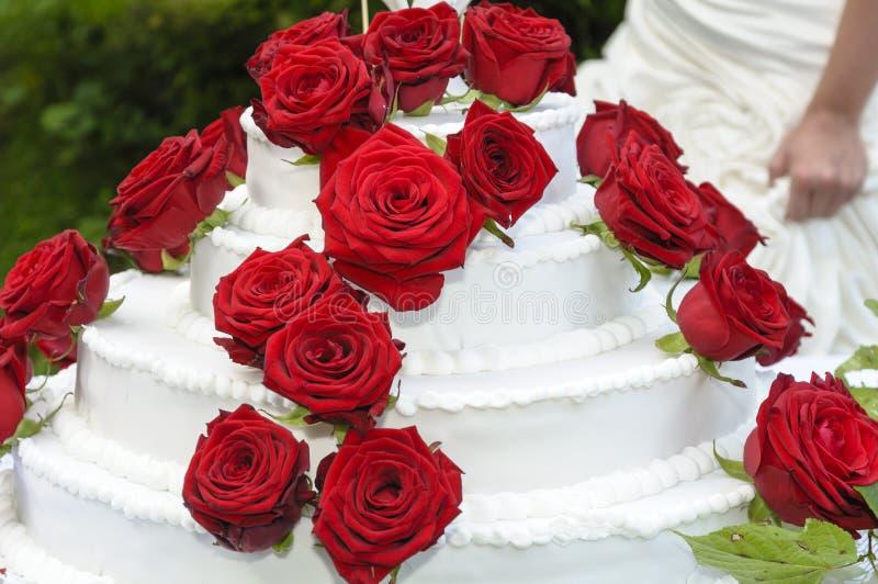 Download Торт Weddding стоковое изображение. изображение насчитывающей украшение - 33726105