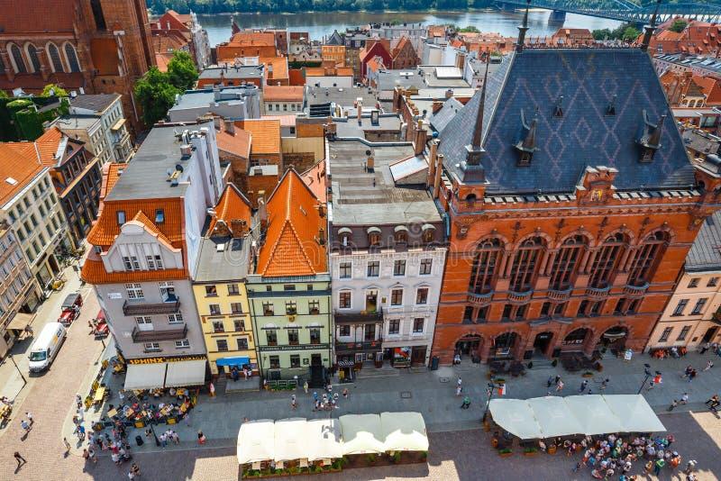 Торун, Польша - 1-ое июня 2018: Вид с воздуха исторических зданий и крыш в польском средневековом городке Торуне, Польше Торун p стоковые фото