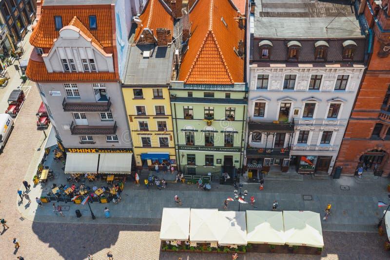 Торун, Польша - 1-ое июня 2018: Вид с воздуха исторических зданий и крыш в польском средневековом городке Торуне, Польше Торун p стоковые фотографии rf