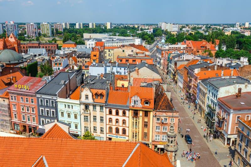 Торун, Польша - 1-ое июня 2018: Вид с воздуха исторических зданий и крыш в польском средневековом городке Торуне, Польше Торун p стоковые изображения