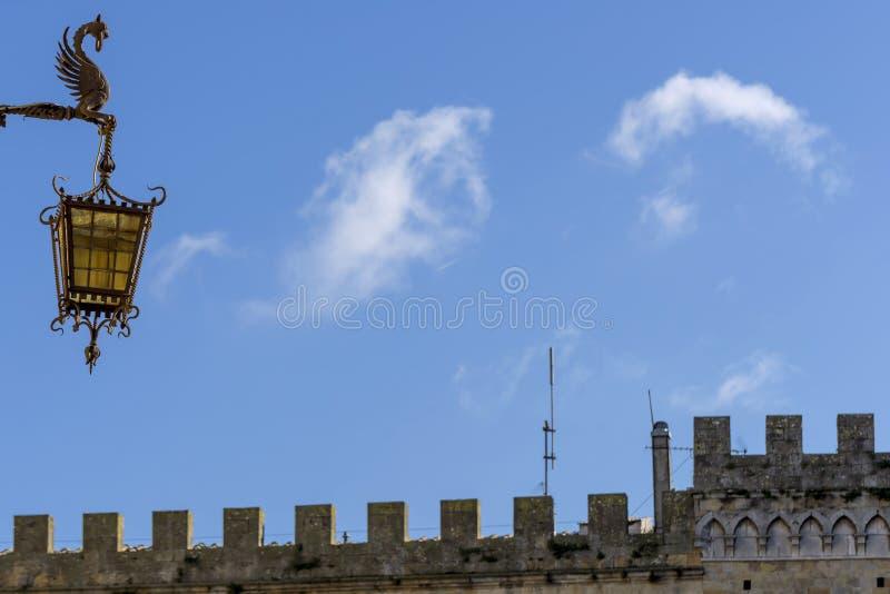 Тосканские детали и облака, Volterra, Пиза, Италия стоковое изображение