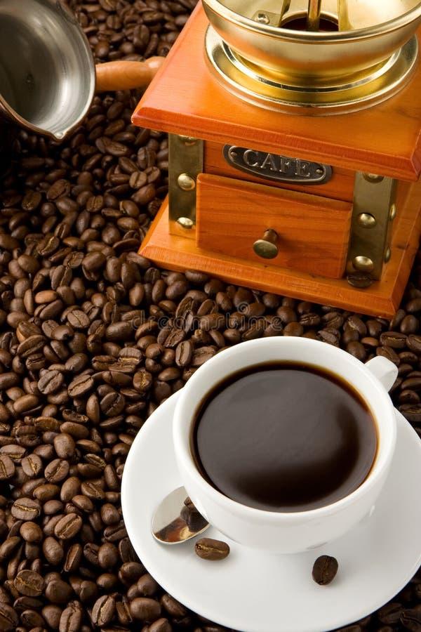 точильщик кофейной чашки фасолей стоковые изображения