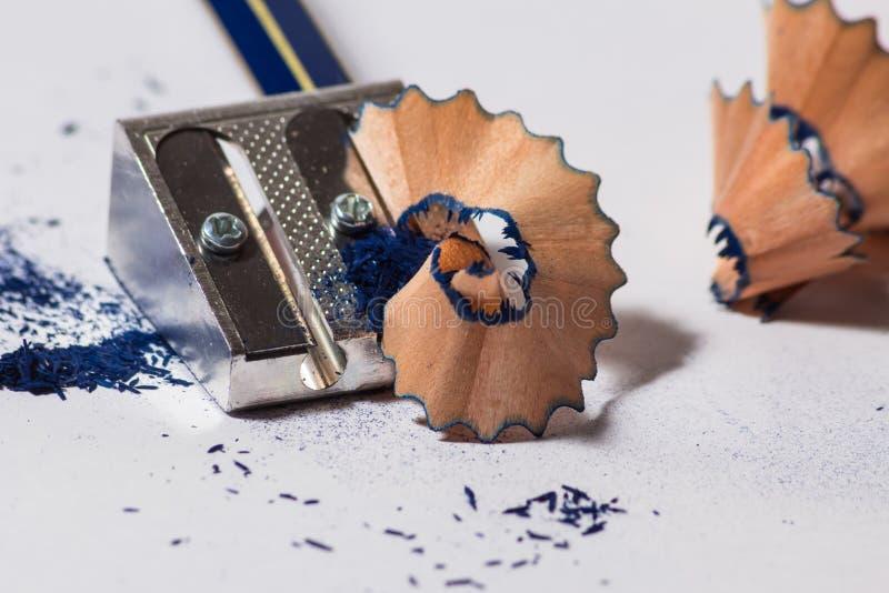 Точить голубой карандаш стоковое изображение