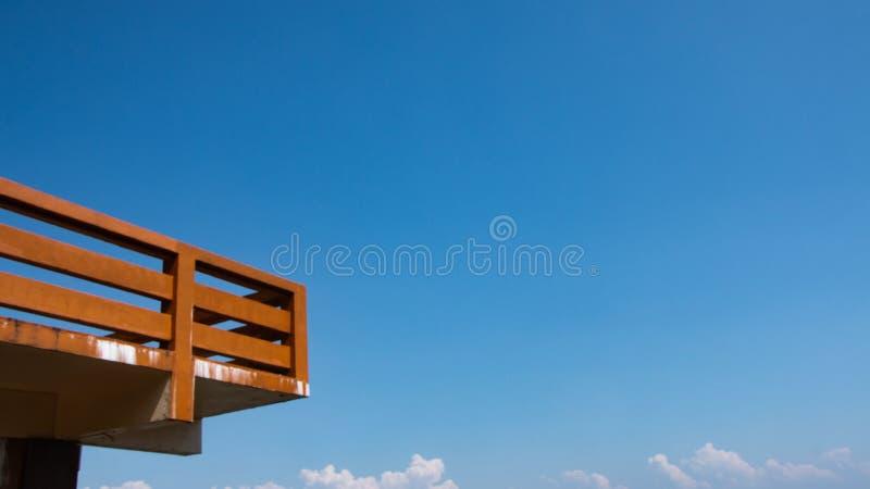 Точка зрения и голубое небо стоковые изображения rf