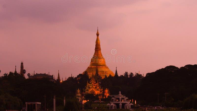 Точный вечер на пагоде Shwedagon стоковое изображение