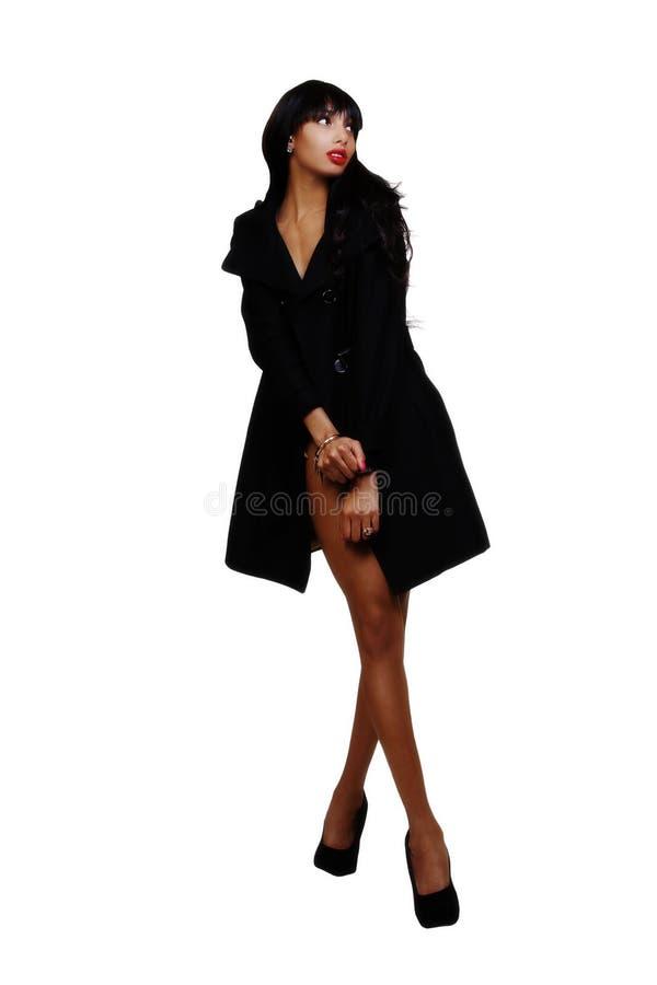 Тощая азиатская американская женщина стоя в куртке стоковые фото