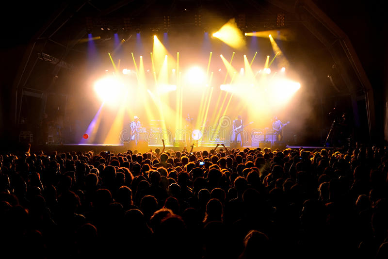 Толпа в концерте на фестивале Vida стоковое фото rf