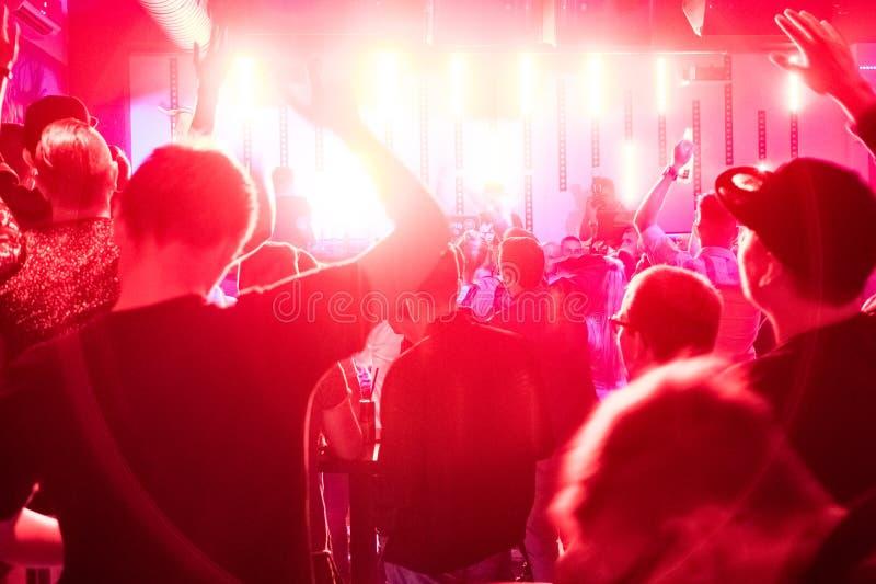 Толпа в клубе стоковое изображение rf