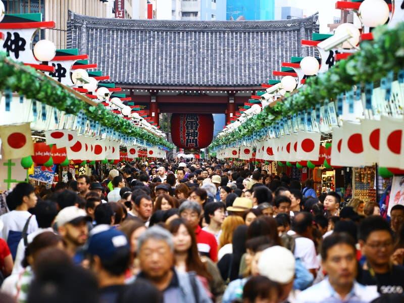 Толпа на рынке стоковая фотография rf
