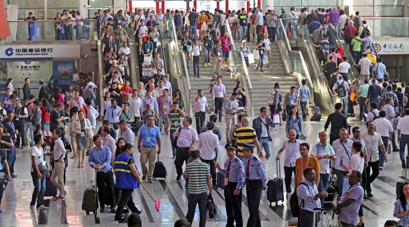 Толпа посетителей на 118th кантоне справедливом, Гуанчжоу, фарфора стоковое фото