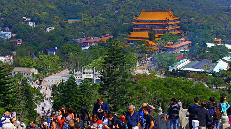 Толпа людей на tian tan большом Будде, Гонконга стоковая фотография rf