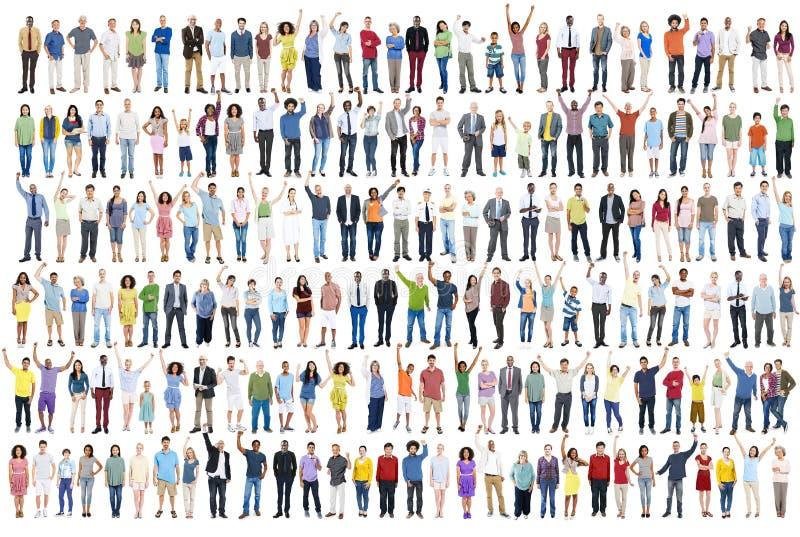 Толпа c общины счастья торжества успеха разнообразия людей