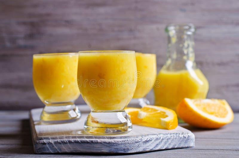 Толстое питье сделанное от цитруса стоковая фотография rf