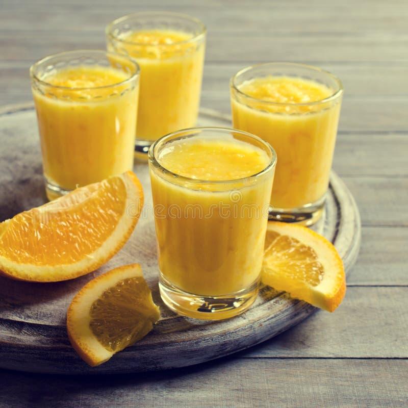 Толстое питье сделанное от цитруса стоковая фотография