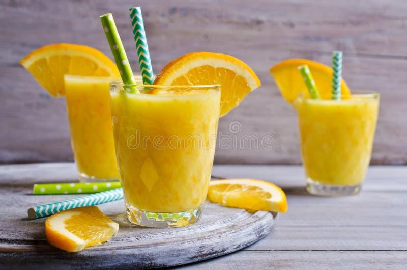 Толстое питье сделанное от цитруса стоковые изображения