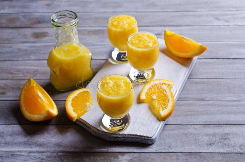 Толстое питье сделанное от цитруса стоковые фотографии rf