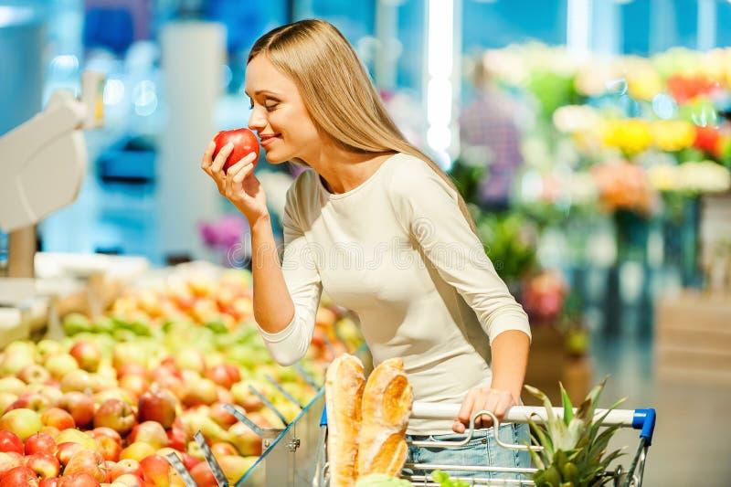 Только самые лучшие фрукты и овощи стоковые изображения rf