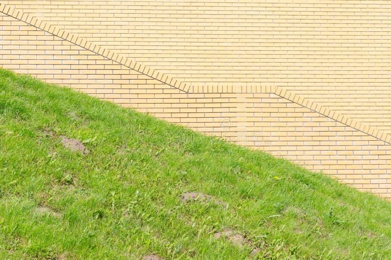 Download Трава кирпичной стены зеленая Стоковое Изображение - изображение насчитывающей камень, материал: 40584625