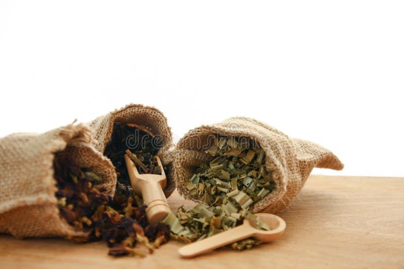 Травяной чай в сумке стоковые изображения