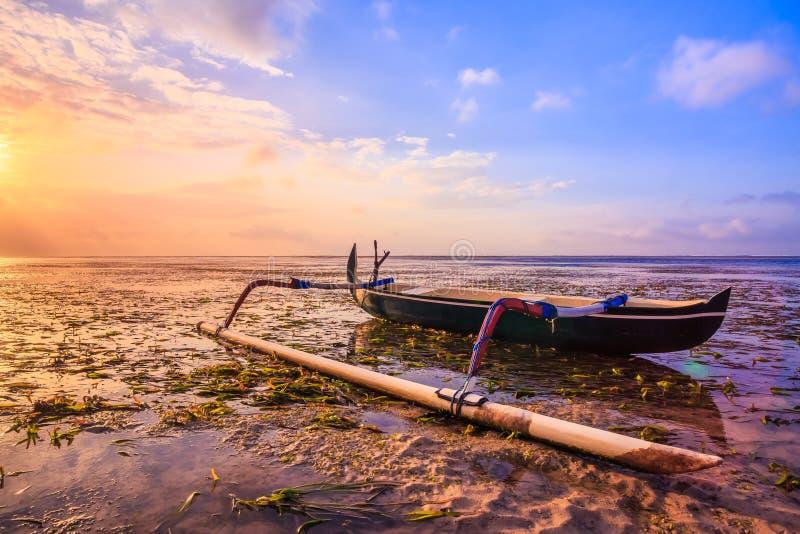 Традиционная балийская шлюпка рыболова стоковые изображения