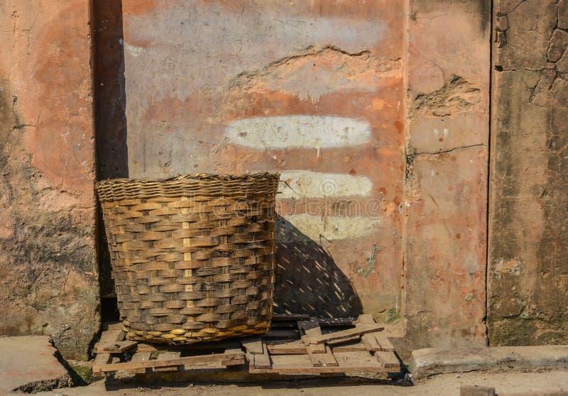 Традиционная бамбуковая корзина стоковые фотографии rf