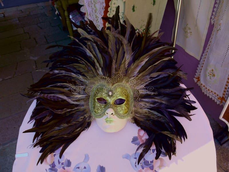 Традиционная венецианская маска шарика для женщины стоковые изображения