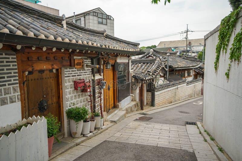 Традиционная деревня Bukchon фольклорная в Южной Корее стоковое изображение rf