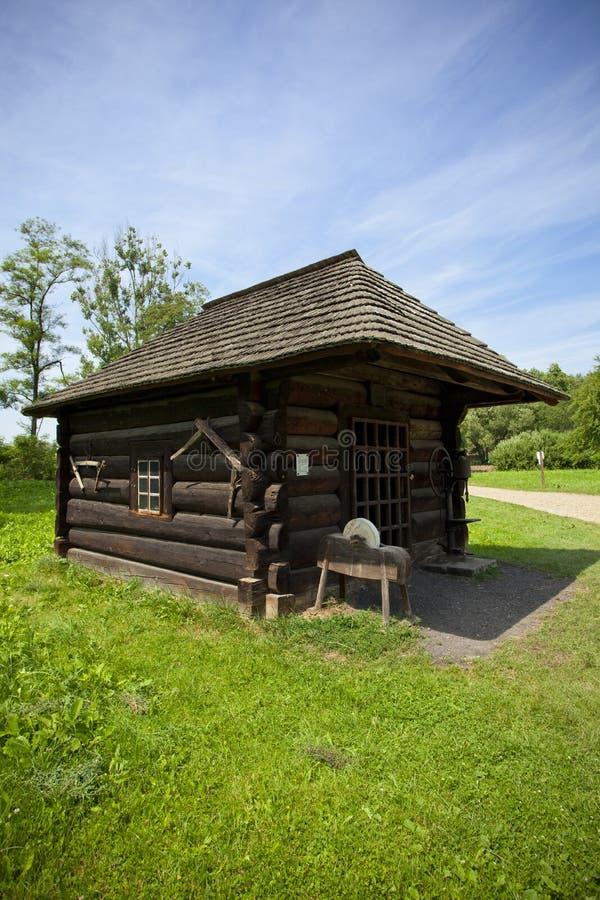 Традиционная деревянная дом blacksmith стоковое фото rf