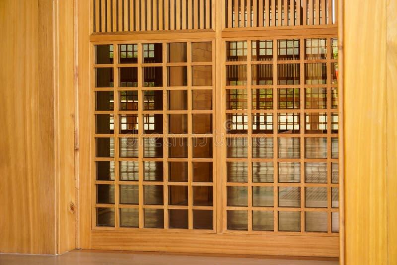 Традиционная древесина стиля Японии, текстуры японского деревянного седзи, дома японского стиля внутреннего художественного оформ стоковые изображения