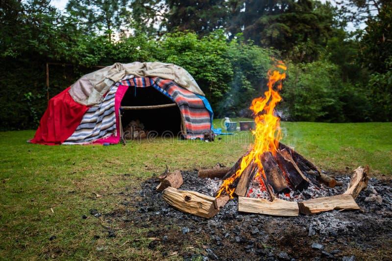 Традиционная родная ложа пота с горячими камнями стоковые фотографии rf