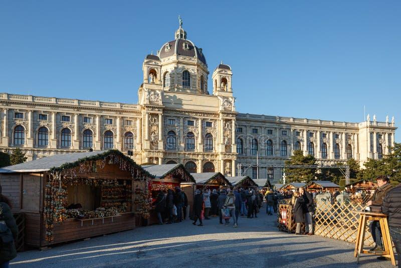 Традиционная рождественская ярмарка на музее естественной истории в Вене, Австрии стоковые фото