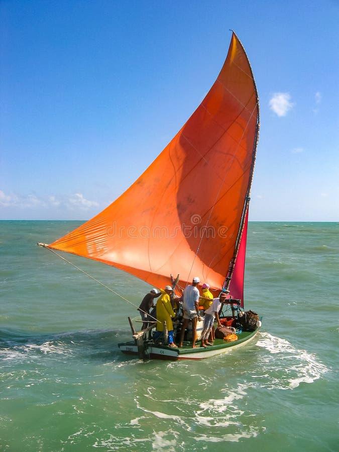 Традиционная рыбацкая лодка в побережье Бразилии стоковая фотография rf